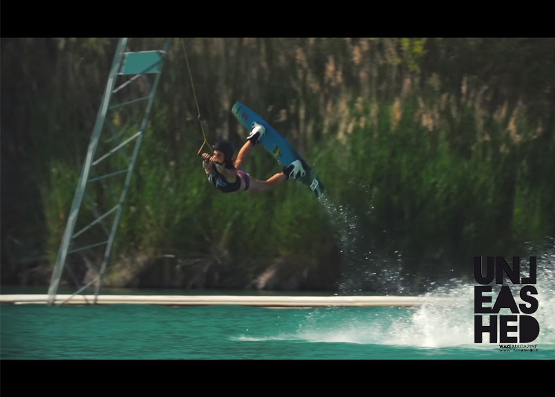 sexy-girls-wakeboarding